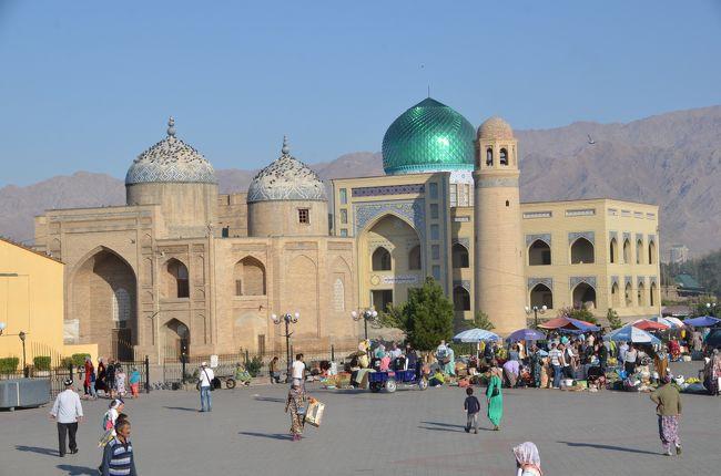 カザフスタンのアルマティからエアアスタナで到着したタジキスタンのドゥシャンベ<br />ここから先の予定はフリーですがタジキスタンは1泊のみで陸路でウズベキスタンに抜けたいと思っていました。<br />タジキスタン入りするまでドゥシャンベで1泊しようかホジャントで1泊しようか迷っていましたがドゥシャンベの見どころが無さそうなのでホジャントで1泊することに決めシェアタクシーで移動しました。通常6時間程度とのことですが途中、トンネルの区間で道路状況に問題があるようでトンネルなら比較的状態の良い道を30キロ程度走れば済むところ迂回の悪路で60キロ以上走行することになり大幅なロスとなってしまい8時間弱かかってしまいました。タジキスタン第2の都市といわれるホジャンドは特に見どころの無い街でしたが何となく気に入りました。タジキスタンは通り抜けるだけで何も見どころも無く面白くないだろうと思っていたのですが今回周遊した4スタンの中で一番楽しい国でした。パミールがとてもいいと言われていますが私にはパミールを通過できる自信がありません。<br />ビザ申請は郵送で大使館へ依頼しました。招待状はどこかのサイトで見つけた物を流用させていただき自分でサインして作成しましたが問題ありませんでした。ホームページによるとビザ発給は所要3営業日との記載がありますが、多くの方は送ってから手元に戻るまで12日間程度かかっているようです。私はウズベキスタンビザを申請した代理店の手配が遅くタジキスタンのビザ申請時には出発まで10日間しか無かったため、パスポートに時間が無い旨を一筆添えて投函し配送追跡にて確認したところ大使館側は月曜日に受理して翌週の月曜日に発送といった感じでした。手元にパスポートが戻ったのは出発の2日前といった少々スリリングな申請となりました。<br /><br />このシルバーウィークは連休前に1日の有給を付けて定時後に空港にダッシュすることで7日間確保してお出かけしてきました。未だにスタンが付く国には訪問したことが無く初スタンの旅となりました。今回は未開拓の旧ソ連の何とかスタンのうちの4スタンを訪問しました。旧ソ連っぽい感じの洗礼を沢山受けることになり、訪問した4スタン全ての国でトラブルに見舞われ4trouble略して4トラな4スタン旅行となりました。<br /><br /><br /><br />今回の旅のここまでの行程は以下のとおり<br /><br />1日目 ANAファーストクラスのシートでソウルへ<br />    弘大のチムジルバンに宿泊<br /><br />2日目 韓国の江華島を観光<br />    http://4travel.jp/travelogue/11056916<br />    アシアナ航空のビジネスクラスでカザフスタンへ到着後アルマティの空港で野宿<br /><br />3日目 カザフスタンからキルギスへマルシュルートカで日帰り訪問<br />    http://4travel.jp/travelogue/11058694<br />    アルマティ宿泊<br /><br />4日目 アルマティ観光 エアアスタナでドゥシャンベ へ移動<br />    http://4travel.jp/travelogue/11059926<br /><br />☆今回☆<br /><br />    ドゥシャンベ観光 シェアタクシーでホジャンドへ ホジャンド宿泊<br /><br />5日目 ホジャンド観光 タジキスタンからウズベキスタンへ陸路で国境越え<br /><br /><br />