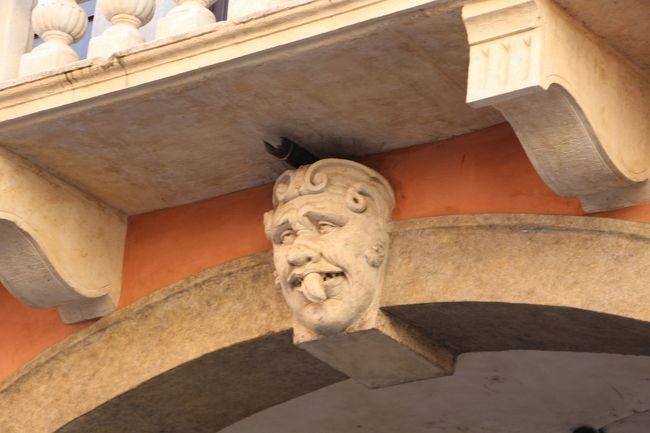 """2015 夏 迷宮都市に迷い込んだ~ヴェネツィア~ 5日目。。。(パドヴァ編)<br /><br />パドヴァ♪<br /><br />どうしても""""スクロヴェーニ礼拝堂""""へ行きたくて、、、やって来ました。<br />そう、ジョットのフレスコ画が観たいのです^^<br /><br />スクロヴェーニ礼拝堂は出発前にネット予約しましたよ。<br />空きがあれば予約なしでも入場できるようです。<br /><br /><br />☆スクロヴェーニ礼拝堂<br />  http://www.cappelladegliscrovegni.it/index.php/en/<br />☆サンタントニオ聖堂<br /><br /><br />[日程]<br /><br />08/08 羽田→パリ→ヴェネツィア<br />vol.1 http://4travel.jp/travelogue/11042716<br /><br />08/09 ヴェネツィア<br />vol.2 http://4travel.jp/travelogue/11047443 <br /><br />08/10 ヴェネツィア<br />vol.3 http://4travel.jp/travelogue/11048601<br />vol.4 http://4travel.jp/travelogue/11049705<br /><br />08/11 ムラーノ島、ブラーノ島<br />vol.5 http://4travel.jp/travelogue/11053232 ムラーノ島編<br />vol.6 http://4travel.jp/travelogue/11053253 ブラーノ島編<br />vol.7 http://4travel.jp/travelogue/11060750 ヴェネツィア本島編<br /><br />08/12 パドヴァ<br />vol.8  http://4travel.jp/travelogue/11062922 ヴェネツィア本島編<br />vol.9  http://4travel.jp/travelogue/11062921 パドヴァ編<br /><br />08/13 ヴェネツィア<br />vol.10 http://4travel.jp/travelogue/11066124<br />vol.11 http://4travel.jp/travelogue/11066125<br /><br />08/14 ヴェネツィア→パリ→<br />vol.12 http://4travel.jp/travelogue/11067862<br />vol.13 http://4travel.jp/travelogue/11067879<br /><br />08/15 羽田<br /><br /><br />滞在は、""""ホテル イ ソレ""""です。<br /><br /><br /><br />★""""ホテル イ ソレ""""★<br />  Campo San Provolo - Castello 4661<br />  Tel:+390415228911<br />"""