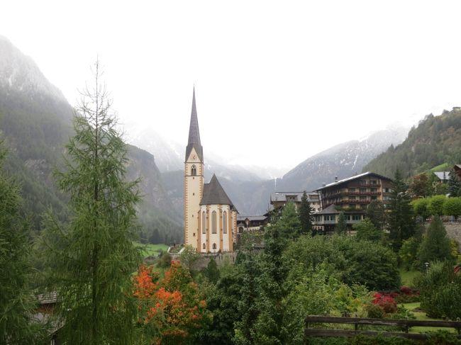 オーストリアの西半分、ハルシュタットからチロル地方をレンタカーで巡る旅です。<br />アルプスの東端にあたるチロル地方は、険しい大自然と人の息吹が隣り合わせ。そびえる壁のような岩山の麓には牧草地が広がり、どこに行っても牛が草を食んでいる姿が見えます。<br />花を飾った家とタマネギのような形の教会の塔がある村々を抜け、ティンメルスヨッホとステルヴィオの二つのダイナミックな峠を越えて、チロルのいろいろな顔に触れました。<br />オーストリアは情報が少なくて印象が薄かったのですが、人々ののんびりしていて適当な様子が自分にはとても合っているようで、ファンになってしまいました。<br /><br />☆〜★〜☆〜★〜☆〜★〜☆〜★〜☆〜★〜<br />【3】あこがれのグロースグロックナー山岳道路<br /> オーストリアをドライブしたいと思ったきっかけは、グロースグロックナー山岳道路を知ったことでした。今日はそのあこがれの道路を走破して、麓のハイリゲンブルートという街に宿泊する予定です。<br />☆〜★〜☆〜★〜☆〜★〜☆〜★〜☆〜★〜<br /><br /> 1 ハルシュタットとザルツブルグ(前編)<br /> 2 ハルシュタットとザルツブルグ(後編)<br />&gt;3 あこがれのグロースグロックナー山岳道路<br /> 4 南チロルの絶景の村、サンタ・マッダレーナへ<br /> 5 湖に水没した教会の神秘の美しさ<br /> 6 オーバーグルグルと予定外の峠越えの絶景<br /> 7 チロルの美しい村に行ってみたけど・・・<br /> 8 やっぱりすごかったステルヴィオ峠<br /> 9 隠れた黄葉スポット、アーホルンボーデン
