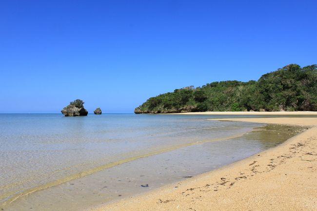 八重山諸島の石垣島、小浜島、西表島、竹富島を4泊5日で観光しました。<br />初日と最終日はほぼ移動のみと言うことで実質3日の旅です。<br />効率的に観光できるよう綿密なスケジュールを立てて出かけました。<br />あちこちで予想外のハプニングも有り、なかなか思い通りには行きませんでしたが、天気には恵まれて素晴らしい結婚30周年記念の旅となりました。<br /><br />2日目はレンタカーを借りて石垣島をぐるっと一周の観光と小浜島のリゾートホテル「はいむるぶし」に宿泊です。<br />天気は最高であちこちで素晴らしい景色を見ることが出来ました。<br />