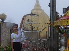 NACKさん ミャンマーで仏像を拝む 9 ゴールデンロック(チャイティーヨー・パヤー)