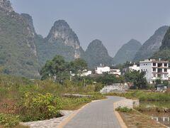 桂林、漓江の支流、遇龍河(ぐりゅうが)サイクリング