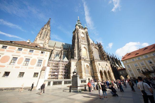 旅の詳細は前半に書きました。<br />旅行中も帰国後もなんで行先をプラハにしたかよくわかっていませんが、今思うととてもよい観光地です。<br /><br />ヨーロッパの街並みを堪能しつつ、おいしいビールと料理を舌鼓。おまけに母親付(笑)<br /><br />プラチナウィークの5連休(3泊5日)で行くにはちょうど良い期間、距離のプラハです♪ <br />もう1日あれば、オーストリアとかスロバキアとかの隣国へも行けちゃいます。<br /><br />ちなみにこの旅行記のタイトル『チェコっとプラハ』とは、3泊5日ちょっとそこまでプラハに行ったよ〜の略でヨメ作です(笑)