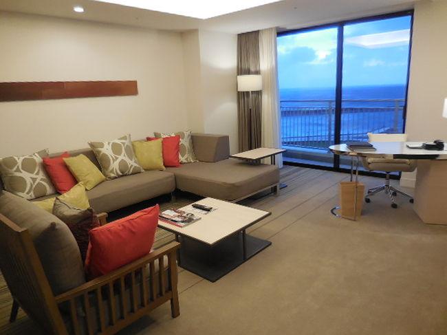 1年前 夫婦2人だけで初めて行った沖縄旅行記です。<br />これを機に、沖縄に行くようになりました。<br />11月7日(土)より、また一週間行ってきます。<br /><br /><br />◆ 時期:  2014年10月7日~10月13日(6泊7日)<br /><br />◆ エア:  JAL おともでマイル → クラスJ<br /><br />◆ ホテル: 残波岬ロイヤルホテル 1泊 (ポンパレクーポン)<br />       かりゆしビーチリゾートオーシャンスパH 1泊 (ポンパレクーポン)<br />       ヒルトン北谷ビーチリゾート 2泊のはずが4泊 (ネット予約2泊、現地予約2泊)<br /><br />◆ 費用:  延泊によりあまりにかかりすぎて、途中までの計算が吹っ飛びました。