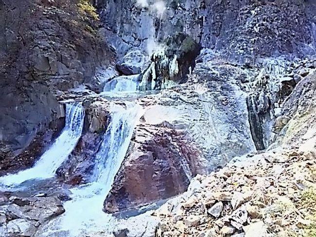 10月25日、日光市の旧栗山村の「奥鬼怒 湯沢噴泉塔」の探検に行って来ました。<br /><br />この「噴泉塔」は、私にとって、訪ねてみたいと長年願っていた温泉の聖地です!<br /><br />噴泉塔は、2年前に、洪水で全部流されましたが、今回かなり復活していて、以前を知る人から聞くと、大体以前と同じ規模に育っているということです。<br />
