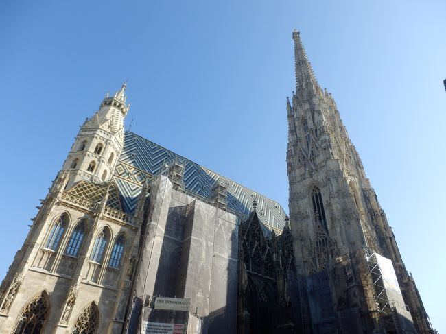 大学の卒業旅行で音楽の都ウィーンと歴史が残る街プラハへ行ってきました!2人とも始めての海外個人旅行…(相方は初ヨーロッパ)<br />英語もまともに話せない中最初はどうなるかと心配していましたが、ウィーンやプラハに住む人たちのお陰でカフェと歴史と音楽に囲まれた素晴らしい旅行になりました…!<br /><br /><br />↓↓この旅に関する小ネタ・裏話はこちらのブログで公開中!↓↓<br />http://jougasaki.wpblog.jp/<br /><br />===========<br /><br />【旅程】<br /><br />1日目 ヘルシンキ経由 ウィーンへ<br />2日目 ホーフブルク宮殿・銀器コレクション<br />3日目 シュテファン寺院・ウィーン市内観光・オペラ<br />4日目 美術史美術館・国立歌劇場 バレエ 白鳥の湖<br />5日目 楽友協会コンサート:コンセルトヘボウ1日目<br />6日目 楽友協会コンサート:コンセルトヘボウ2日目<br />7日目 プラハへ移動<br />8日目 プラハ旧市街地観光<br />9日目 プラハ城<br />10日目 ヘルシンキ経由 日本へ<br />