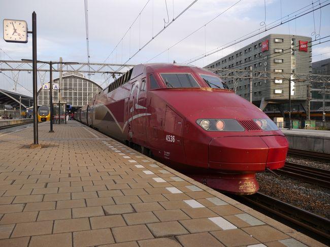 昼前にパリ北駅を出る国際高速列車タリスの2等車に乗りまして、ベルギーの首都ブリュッセルへ。<br /><br />ここで4時間ほど滞在したあと、タリスの1等車でオランダのアムステルダムに向かいました。<br /><br /><br />9/10木 成田11:05=(JAL 日付変更線通過)=9:06シカゴ<br />9/11金 シカゴ18:40-(アムトラック)-<br />9/12土 -13:53ワシントンD.C.<br />9/13日 ワシントンD.C.16:25-(アムトラック)-19:42ニューヨーク<br />9/14月 ニューヨーク滞在<br />9/15火 ニューヨーク19:55=(ノルウェー・エアシャトル 機材はハイ・フライ)=<br />9/16水 =8:35ロンドン12:24-(ユーロスター)-16:30パリ<br />★9/17木 パリ11:25-(タリス)-12:52ブリュッセル16:52-(タリス)-18:55アムステルダム<br />9/18金 アムステルダム20:48-(シティ・ナイト・ライン)-<br />9/19土 -8:17チューリッヒ11:32-(ユーロシティ)-15:45ミラノ<br />9/20日 ミラノ11:20=(ターキッシュエアラインズ)=15:35イスタンブール<br />9/21祝 イスタンブール滞在<br />9/22祝 イスタンブール1:05=(ターキッシュエアラインズ)=17:45関空<br /><br />★・・・今回の旅行記<br />