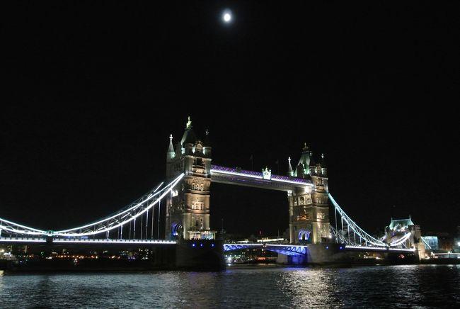 3連休に有給休暇を3日つけてイギリス・ロンドンへ行ってきました。<br />ロンドンの街歩き、ウエストエンドでミュージカル鑑賞、博物館観光をしてきました。<br />感じたのはイギリスは物価が高い。<br />11月下旬のロンドンは寒かったです。見たものや食べたものの備忘録的な旅行記です。<br />
