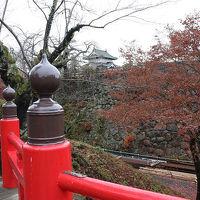 【 曳屋工事が 終了し 着座した 「弘前城」 を訪れてみました 】 + 紅葉が綺麗でした。  弘前市 青森県