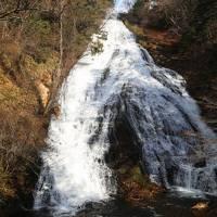 日光湯元温泉に泊まり、朝「湯滝」に出会う