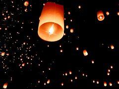 タイ2015・・・(5)チェンマイ 夜空を埋めるコムローイ(熱気球)