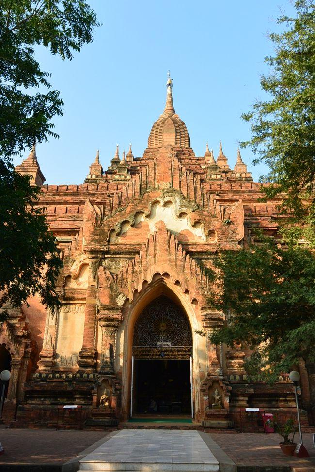 ミャンマーに引っ越してきてからの念願かなって、カンボジアのアンコール・ワット、インドネシアのボロブドゥールとともに、世界三大仏教遺跡のひとつと言われるバガンの遺跡群を巡りに行ってきました。<br /><br />その2は、ティーローミンロー寺院〜アーナンダ寺院〜タラバー門〜バガン考古学博物館