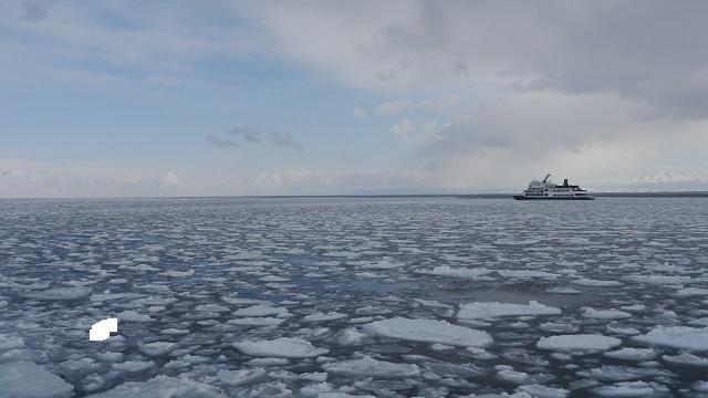 3日目。今日は網走で流氷観光船に乗って流氷観光がメイン。昨年は流氷が来ていない上に荒れた天気で欠航したので1年越しの流氷鑑賞ができるかどうか。<br /><br />3日目<br />ウトロ温泉7:30~知床斜里8:30<br />知床斜里8:55~網走10:00 【流氷ノロッコ号】【流氷船おーろら号】<br />網走14:17~北見15:07<br />北見17:11~遠軽18:27/19:15~紋別20:40頃 紋別プリンスホテル宿泊