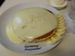 Good morning! Good pancakes! でパンケーキの朝食。ハワイに来ているみたい。