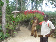 エカスップ村でメラネシア文化を体験