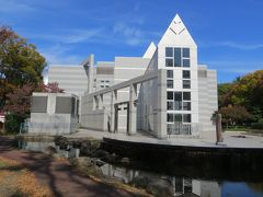 2015秋、秋色の白川公園(4:完):11月12日(4):名古屋市美術館、日時計、欅の紅葉、公孫樹の黄葉