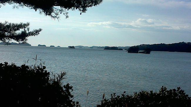松島といえば、牡蛎!<br />松島観光遊覧船は以前乗船していたので、今回は五大堂と牡蛎!<br />松島観光港から太鼓橋を渡り、五大堂に。<br />五大堂から遊覧船乗り場に向かう途中、東日本大震災の津波到達点の碑があり、合掌。<br /><br />松島の牡蛎は、調べると2ヶ所でいただけることがわかり、今回はおさかな市場の牡蛎食べ放題に。<br />圧巻!お腹一杯頂きました。<br />お土産や、牡蛎食べ放題を待つ時間におさかな市場もいいです!<br />外のテーブルで購入したものを食べることができます。<br /><br />次に向かうは、一ノ蔵の本社蔵。<br />山間の道をナビに従い向かえば、連休祝日にも関わらず仕込みをされていました。<br />売店でも購入できますし、街中の日本酒資料館(だったか)でも購入できました!