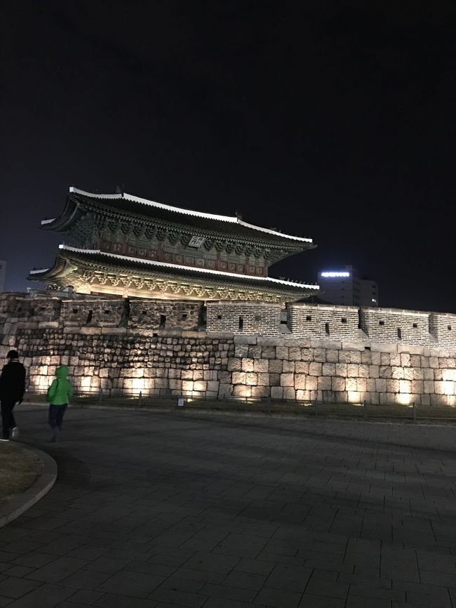 情勢で中断していたソウルでクリスマス  ちょっと不安でしたが復活6回目のソウル、今まで行けなかった所や行きたい所にチャレンジです。<br /><br />1日目は高句麗鍛冶屋村、南山コル韓屋マウル、夜の東大門周辺に行ってきます。