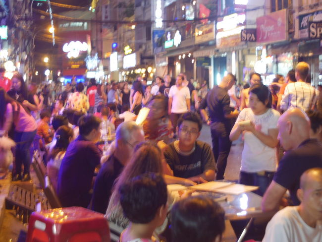 2016 カウントダウン、サイゴン、ブイビィエン通り。Count down at Vui Bien street in Sai Gon 2016