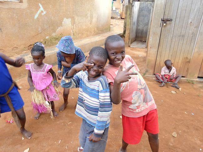 年末年始の旅から帰ったばかりですが、1月の3連休でアフリカのウガンダに行ってきました。<br />3連休で行ける未訪問国が少なくなり、シーズン、治安、費用などを考慮して浮上したのがウガンダ。現地滞在時間が短いため、首都カンパラ近辺を散策しただけですが、治安もさほど悪くなさそうで、初めてのブラック・アフリカの街歩きを楽しめました。<br /><br /><旅程><br />【0日目(1/8金)】<br /> 関西22:40→<br />【1日目(1/9土)】<br /> →ドーハ4:55(QR=カタール航空)<br /> ドーハ7:25→エンテベ13:35(QR)<br /> カンパラ泊<br />【2日目(1/10日)】<br /> エンテベ18:30→ドーハ23:45(QR)<br />【3日目(1/11月)】<br /> ドーハ1:40→関西16:55(QR)<br /><br /><主な旅費><br />・航空券:総額123,694円(92,604円+税・サーチャージ等)<br />・ビザ:6,500円+送料