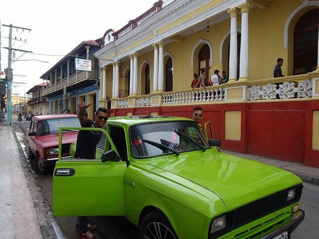 メキシコのユカタン半島(カンクン)からキューバはすぐそこです。当初は予定に入っていなかったのですが、アメリカとの国交正常化の前に行った方がいいという話を聞いて急きょ決めました。本日は、バスでサンティアゴ・デ・クーバに移動し、世界遺産「サンティアゴ・デ・クーバのサン・ペドロ・デ・ラ・ロカ城」と「キューバ南東部におけるコーヒー農園発祥地の景観」を見学します。キューバに行ったことがある知り合いは皆さん「良かったよ〜〜」ということです。ツアーなら問題ないかもしれません。私の場合は、ハバナでは現金が手に入らず、大変なスタートとなりました。おまけにホテルは「no good」、さらにインターネット使えない!クレジットカードも使えない。社会主義の国なんだな〜〜。自然豊かな国のはずなのに車の排気ガスが臭い。CUC(クック)=レートはほとんどUS$と同じで物価もアメリカ並み。キューバの旅の日程(☆が本日)1.2月21日 チチェン・イツァ→カンクン→ハバナ2.2月22日 ビニャーレス渓谷3.2月23日 シエンフエゴスの歴史地区→トリニダード4.2月24日 トリニダードとロス・インヘニオス盆地5.2月25日 カマグエイの歴史地区6.2月26日 カマグエイ〜バヤモ☆7.2月27日 サンティアゴ・デ・クーバのサン・ペドロ・デ・ラ・ロカ城と「コーヒー農園」参考:地球の歩き方   世界遺産アカデミー