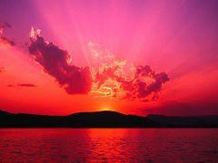 フィリピンの自然の雄大さ ー 日毎、夕陽の美しさを堪能する