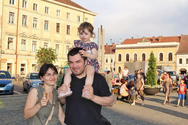 2015年6月13日(土)<br />クルージ・ナポカの街を散策、夜行バスで首都ブカレストへ。 翌日、空港からカタール経由で帰国、25日間のルーマニア旅行を終える。<br />【クルージ・ナポカ】 1918年のオーストリア・ハンガリー帝国が崩壊するまでハンガリー王国の領域であり、ハンガリー系が多い地域。 市街人口33万人、ルーマニア第3の都市。 1L ≒ \30<br />