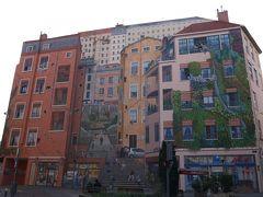 特典航空券で年末年始南フランス世界遺産巡り その15 リヨンの街の巨大壁画に仰天