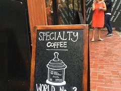 勝手に一泊二日!雨の弾丸香港!②PMQと保証書付きコーヒーの店