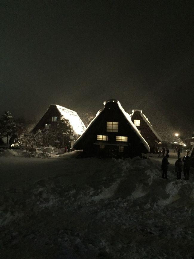 クラブツーリズムの1泊2日のバスツアーで五箇山、白川郷、高山、飛騨古川をめぐってまいりました。<br />今年は暖冬で雪のない合掌造り風景を見なければならないかもしれない、、という不安でいっぱいでしたが、直前の大雪と当日からの超寒波のおかげでとてもいい観光となりました。