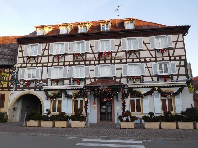12月28日の月曜日が私の職場は休みで、年末の休みが少し長くとれた。<br />そこでコルマールを中心としたアルザス地方を回ってきた。<br />ドイツの多くの町ではクリスマスマーケット(ヴァイナハト・マルクト)は、<br />12月24日くらいまでの開催なので、年末の休みだと終わっている。<br />でも、コルマールなどアルザスの町では年内いっぱいまで<br />クリスマスマーケット(マルシェ・ド・ノエル)が開かれている。<br /><br /><br /><br />エギスアイム編 その2