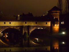 《2015年~2016年 年末年始 冬枯れのドイツ 8》 1月1日 ニュルンベルク 夜 迷い込んだピンクの街