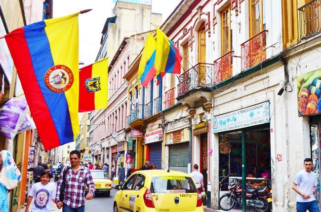 今回の旅行で、不思議に思っていたことがあった。それはエクアドル、パナマ、コロンビアにはシモン・ボリヴァルという政治家の像が必ず建ち、ボリヴァル広場とよばる広場が必ずあるのだ。<br /><br /> ボリヴァルっていったい誰??気になって仕方なかった。だって不思議ではないか!国が違うのにボリヴァルという人物は尊敬の念で観られているのだから。<br /><br /> 国境を越えて敬愛されるボリヴァルとはいったい何者なのだろうか?帰国後調べてみるとその人の偉大さが改めてわかった。ベネズエラ人でありながら、コロンビア、ペルー、ボリビアの大統領を歴任した驚くべき経歴。多くの部下を失いながらもアンデス山脈を越えスペイン軍を破り、コロンビアを建設したその行動力・・・。<br /><br /> ボリヴァルは1830年にコロンビアで逝去し186年が経過した今、コロンビアはようやく平和を取り戻し、旅を楽しめるまでに治安も改善した。ボリバルという人物に少し触れながら旅行記を綴ってみたい。<br /><br /> <br /><br />~~~~~~旅程~~~~~~~~<br /><br />12/23 関空6:40⇒羽田7:40<br />    成田18:15⇒バンクーバー10:15(日本航空)<br />   ※航空券はKIX~YVRを通してJALマイレージで手配<br />12/24 バンクーバー6:00⇒ロサンゼルス8:55(アラスカ航空)<br />   ロサンゼルス10:52⇒メキシコシティ16:51(アエロメヒコ)<br />12/25 メキシコシティ1:30⇒キト7:30(アエロメヒコ)<br />    ※航空券はYVR~UIOを通してスカイマイルで手配<br />12/25 キト18:28⇒パナマ20:30(コパ航空)<br />12/26 パナマ11:50⇒サンペトロスーラ13:10<br />   (アエロリプブリカ)<br />※航空券はUIO~SAPを通してUAマイレージで手配<br />12/27 サンペトロスーラ7:05⇒エルサルバドル7:53(アヴィアンカ) <br />   エルサルバドル8:35⇒ベリーズシティ9:40(アヴィアンカ)<br />    ※航空券はSAP~BZEを通して購入)<br />12/28 ベリーズシティ12:15⇒エルサルバドル13:20(タカ航空(AV))<br />   エルサルバドル20:06⇒ボゴタ0:01(タカ航空(AV))<br />   ※航空券はBZE~BOGを通してUAマイレージで手配<br />12/29 ボゴタ18:08⇒パナマ19:54(コパ)<br />   パナマ21:20⇒マナグア22:07(アエロリプブリカ(CM))<br />   ※航空券はBOG~MGAの通してUAマイレージで手配)<br />12/30 マナグア16:33⇒サンホセ17:45(ラクサ航空(AV))<br />12/31 サンホセ8:46⇒グアテマラシティ10:33(アエロリプブリカ(CM))<br />   ※航空券はMGA~GUAを通してUAで手配)<br />12/31 グアテマラシティ19:25⇒メキシコシティ21:42(アエロメヒココネクト(AM))<br />1/1  メキシコシティ7:05⇒ロス9:00(アラスカ航空)<br />  ※航空券はGUA~LAXを通してスカイマイルで手配<br />   ロス13:10⇒<br />1/2  ⇒関空18:40<br />  ※航空券はLAX~KIXでJALマイレージにて手配。