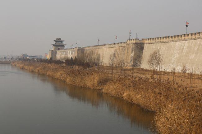 聊城から邯鄲へ移動しました。<br />邯鄲は、古くからの歴史のある街。<br />古の殷の時代の紂王などの縁がある。<br />戦国時代では趙国の都であった。<br /><br />「邯鄲の夢」の舞台でもある。<br /><br />今回、この町を訪れたのは、広府古城を訪れるためです。<br /><br /><br />