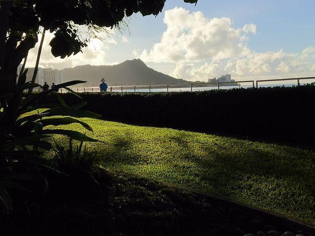 三回目のハワイ訪問となり、ワイキキ界隈の地理にも大分なれてきました。<br />まだまだツアーじゃなければ郊外には<br />出掛けられませんが、<br />近場で有名なところを食べ歩いてきました。<br />今回は、二泊アウラニにもいってみました。<br />