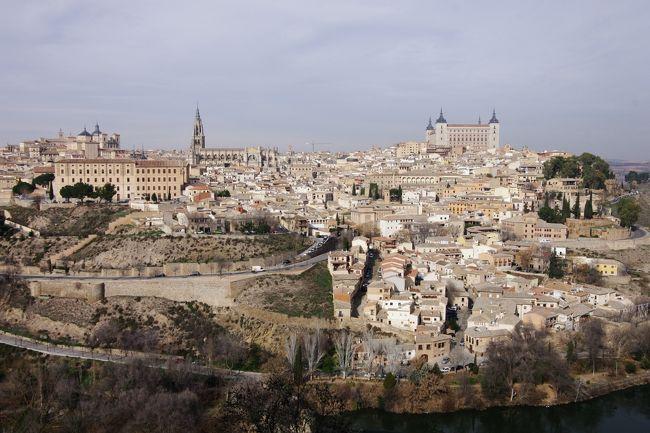 マドリード観光はまず最初にスペイン広場の観光、王宮近くの高級住宅地の見学、そして王宮の外観観光へと。<br /><br />次にプラド美術館、館内は撮影禁止でした。<br /><br />お昼はサン・ミゲル市場でフリーになりました。<br /><br />午後からは約70?のトレド、展望台からトレドの町並みを眺めて世界遺産トレドの観光。<br /><br />サント・トメ教会に入場、トレドの街歩きのあと、マドリードのホテルへと。