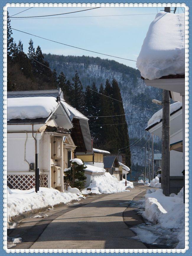 絵ろうそくまつりは夜・・・なので、今日の昼間はどこを歩こうかな~。<br /><br />会津若松には、全然雪がなかったので、大内宿あたりに行ったらどうなのかな?とも思ったけれど、アクセスがちょっと面倒なので、そこまで出張る元気はない。<br /><br />もっと近くて・・・気軽に行けるところで、ある程度見どころスポットがあるところって・・・?ということで、2年ほど前に、ひとりでバスツアーに参加し訪れたことのある喜多方に行ってみることにした。<br /><br />バスツアーでは、ほんの短時間、蔵の街喜多方を歩いたのだが、その時にぜひもう一度ゆっくり歩いて、バラエティ豊かな蔵が立ち並ぶ街を堪能したい・・・と思っていた。<br /><br />しかしながら・・・今回は、市街地の蔵めぐりになんとな~く気分が乗らなかったため、タクシーを利用して、やや郊外の集落や神社仏閣を訪ねてみることにした。<br /><br />蔵の街喜多方の旅行記<br />http://4travel.jp/travelogue/10897968<br />