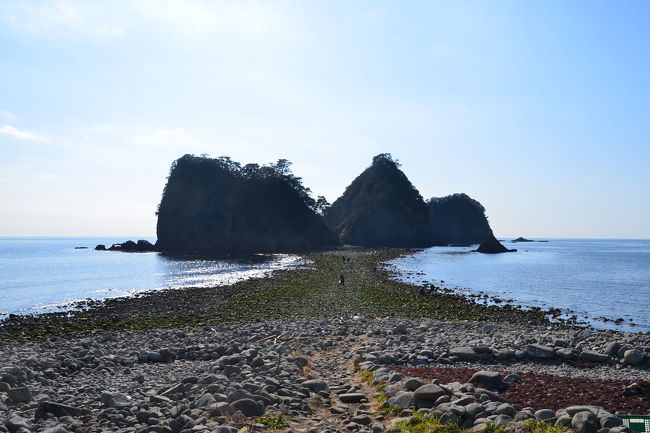 """南伊豆からR136をメインに土肥まで来ると、車内から""""トンボロ現象""""が見えました。ちょうど良いタイミングで見えましたから、見ずにいられません。<br />早速、車を停めて海岸へ…。<br /><br />★西伊豆町役場のHPです。<br />http://www.town.nishiizu.shizuoka.jp/<br /><br />★西伊豆町観光ガイドのHPです。<br />http://www.nishiizu-kankou.com/<br /><br />★トンボロ現象の説明ページ(JAFナビ)<br />http://www.jaf.or.jp/jafnavi/driveguide/natural-phenomenon/tombolo-gensho.php"""