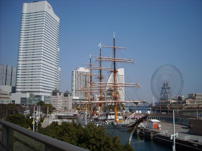 二泊三日で横浜を旅しました。<br />みなとみらい周辺はドックヤードや帆船日本丸といった歴史的構造物もあり、ランドマークタワーやその周りにショッピングセンターも立ち並び、歴史と未来を同時に体感できる所です。<br />横浜を旅する誰もが訪れる魅力あふれる地区だと思います。<br /><br />博物館の営業日時の都合であちこち行ってまた同じ場所に来たりしましたが、みなとみらい線の一日乗車券を買ったのでスムーズに移動できました。<br />今回の旅行記は時系列ではなく地区ごとにまとめてみます。