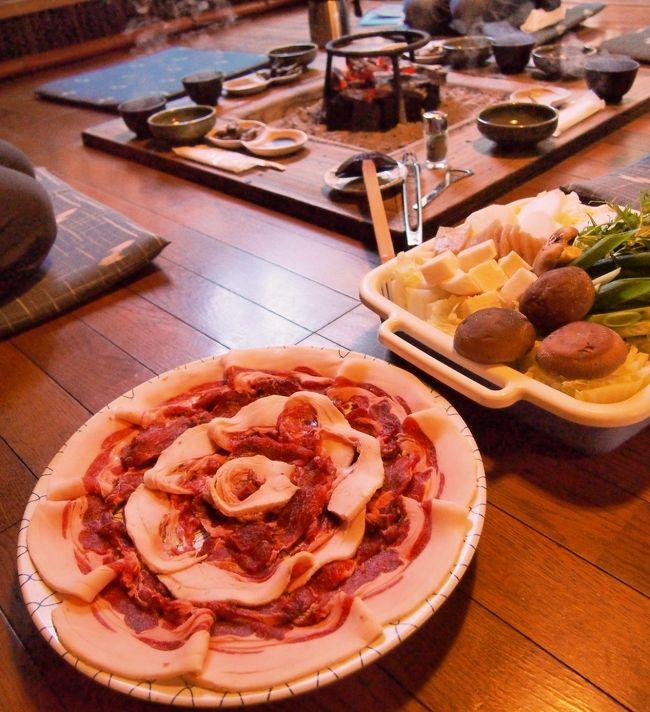 おいしいボタン鍋を食べに篠山で人気のいわやに行きました。<br />囲炉裏で食べるのも,昔話の世界のようでとても楽しかったです。<br /><br />丹波篠山囲炉裏料理いわや→黒まめの小田垣商店→ファーマーズマーケット たわわ朝霧→トロッコ亀岡駅→トロッコ嵯峨駅