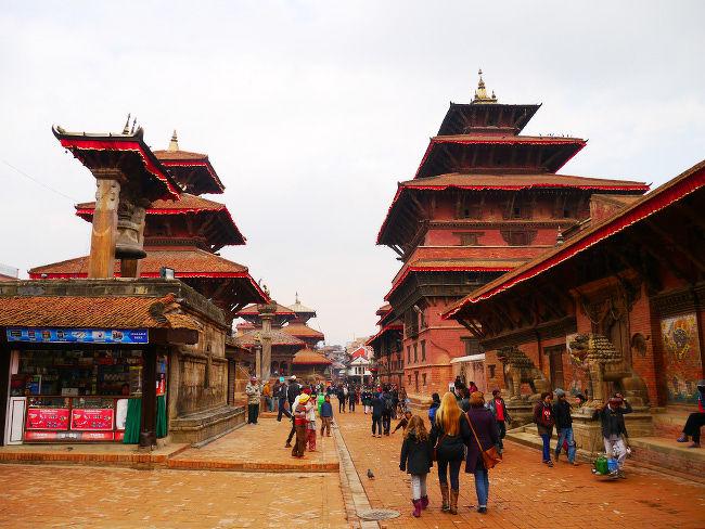 いつか必ず行きたいと思っていたネパール、やっと行くことができました。<br />滞在中ずっと天気が悪く、暗い写真ばかりなのが残念…。