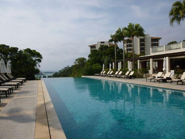 かつて沖縄移住を考えたくらい<br />沖縄が大好きな夫・・・<br />どうやら、3月の沖縄旅行を<br />恒例化させたい模様です。<br /><br />ならば、ここはオクサマも策略を!!<br />「ゴルフの予約をお願いね。<br />私はホテルを予約しておくから」<br />と、ホテル選びの主導権を確保しましたぁ~。<br /><br />まずは夫のゴルフを中心に、<br />恩納村のジ・アッタテラスに3泊。<br />その後南に下って、<br />以前から宿泊したかった百名伽藍に1泊です。<br /><br />ジ・アッタテラスは16歳以上限定のホテル。<br />ゴルフ以外は予定を入れず、<br />のんびりゆっくり過ごしました。<br /><br />