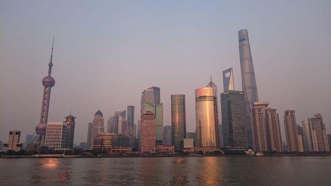 あれだけ香港に行っておきながら、中国本土は初めてです。<br /><br />と謂うか、ANAかJALに乗って海外に行くのも初めてです。<br /><br />3月初頭頃海外行きたいなぁ〜、と想っていると釜山と臺灣が安値で行けそうでした…<br />しかしその後、たまに利用していた旅行会社で値段を調べると、往復ANA・ホテル付きで<br />僅か4万円弱…色々相談して、初めて大陸地区に足を踏み入れてみることにしました。<br /><br />どんな旅行になったのでしょうか…