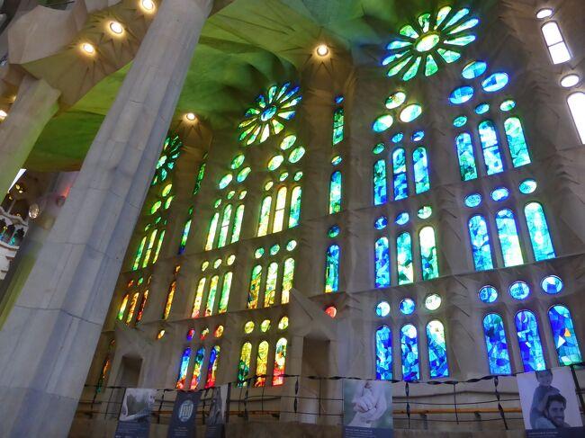 サグラダファミリアの一つの魅力は、ステンドグラスです!一年中、時間と関係なく、きれい!<br /><br />サグラダファミリア、観光情報:<br />https://www.catalunya-kankou.com/barcelona/sagrada-familia-barcelona.html
