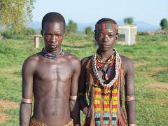 ケニア国境付近、オモ河を超えて現地部族訪問。