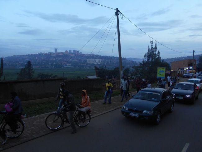 年末年始休暇を利用して、アフリカで未訪の地となる「ウガンダ」「ルワンダ」「マラウイ」「タンザニア」を訪れました。移動する上で立ち寄った「カタール」「ケニア」を含め、8日で6ヶ国といういつも通りの弾丸の旅です。<br /><br />各国の歴史・宗教・世界観について、深く語ってはおりません。<br />いつものお気楽な「なんちゃって旅行記」をご紹介します。<br /><br /><br />≪全行程≫<br /><br />1日目:夜、成田→ドーハ       [カタール航空]<br /><br />2日目:早朝、ドーハ→エンテベ   [カタール航空] <br />http://4travel.jp/travelogue/11114267<br />    午後、カンパラ市内散策。<br />http://4travel.jp/travelogue/11115665<br /><br />3日目:午前、マタツで赤道往復。<br />    午後、カンパラ市内散策。<br />http://4travel.jp/travelogue/11116019<br /><br />4日目:朝、バスでキガリへ。<br />    夜、キガリ着。<br />         ≪★今回のお話はココです≫<br />http://4travel.jp/travelogue/11116965<br /><br />5日目:深夜、キガリ→ナイロビ  [ケニア航空]<br />    昼、ナイロビ→ダルエスサラーム [ケニア航空]<br />http://4travel.jp/travelogue/11117244<br />    夕方、ダルエスサラーム→リロングウェ[マラウイアン航空]<br /><br />6日目:終日、リロングウェ市内散策。<br />http://4travel.jp/travelogue/11118535<br />    <br />7日目:午後、リロングウェ→ダルエスサラーム[マラウイアン航空]<br /><br />8日目:午前、ダルエスサラーム市内散策。<br />http://4travel.jp/travelogue/11119244<br />    夕方、ダルエスサラーム→ドーハ [カタール航空]<br /><br />9日目:深夜、ドーハ→成田    [カタール航空]<br /><br /><br /><br /><br /><br />
