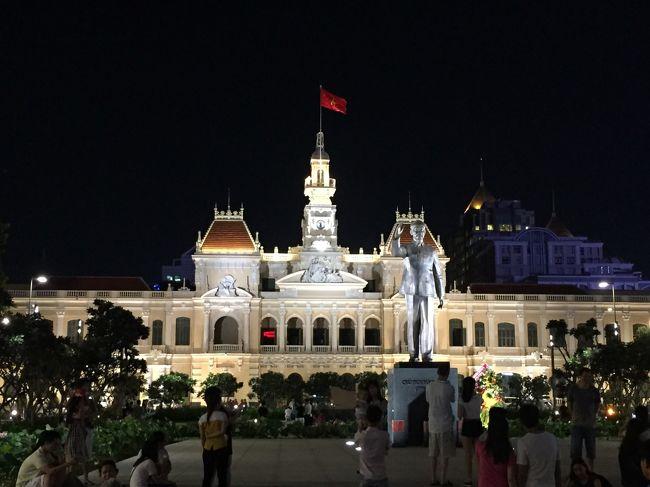 ベトナム ホーチミン経由でカンボジア シェムリアップに行き、帰りにホーチミンでストップオーバーしました。<br />カンボジアは土地勘がなく、どれ位危険か分からなかったので、久しぶりにツアーで行きました。<br />アンコールワットのサンライズツアーは、すごく感動しました。<br />まだ開発が進んでおらず、異文化を感じました。<br />帰りに10年ぶりにホーチミンに行きました。オートバイの数は相変わらず多いですが、かなり発展しており驚きました。<br />後半のベトナム編です。