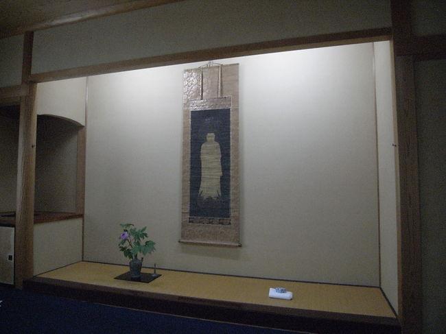 新潟県柏崎市にある木村茶道美術館は名品茶道具の展示とそれを使ったお茶席でお茶を喫することが出来る日本唯一のユニークな美術館である。 小生は毎年何度も通ってその恩恵を被ってるのである。<br />本年度の開館が4月より始まり寒香庵茶席と5月は緑風茶席とそれぞれ趣が異なる両茶席を楽しんできた。<br />そして、柏崎といえば良寛さんの弟子にあたる貞心尼の墓所が美術館近くにある洞雲寺に墓所が有ることを知りお参りしてきました。