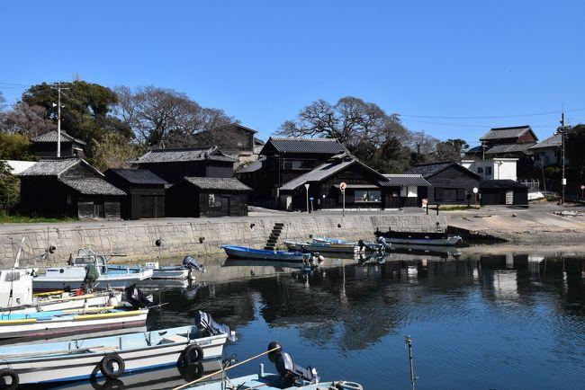 愛知県三河湾にある三島のひとつ、佐久島(さくしま)はその中でも1番大きな島です。<br /><br />島内には信号機もなく、海岸の周囲は11kmほど。歩いてまわるにはちょうどいい大きさの島です。<br /><br />島の集落は西と東に分かれて暮らしており、漁業と観光業を中心に、地域活性化を目指したアートの島としても人気になっています。<br /><br />今日は佐久島西港から歩きはじめ、黒壁集落とアートのおひるねハウスを訪ねます。<br />