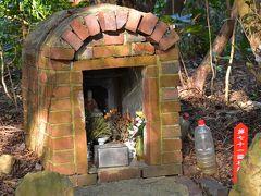佐久島のレンガ造り祠とアート作品を訪ねて(愛知)